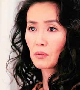 マダム・カラフル浜崎妙子役の萬田久子