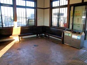 岩舟駅の待合室