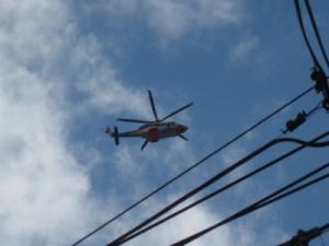 上空のヘリ