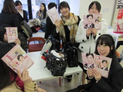 メイクセミナーを受講したキャラクターの学生たち