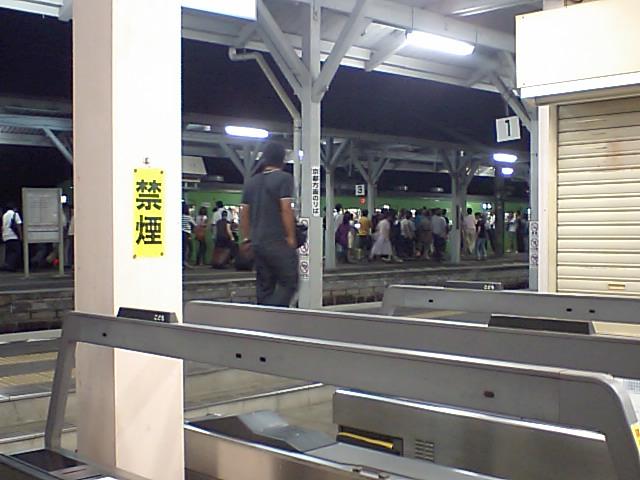 4こんな混雑を桃山駅で見た事がない。きっと昭和(戦前)以来。
