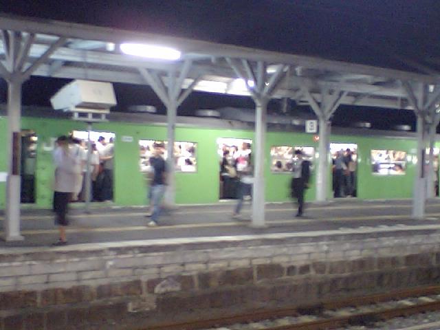 6京都駅でも近鉄からの乗客が流れているので、かなりの混雑