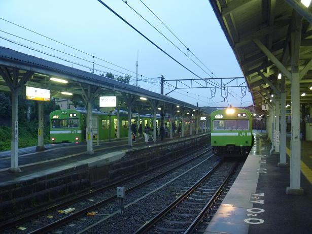 2番線の列車待ち