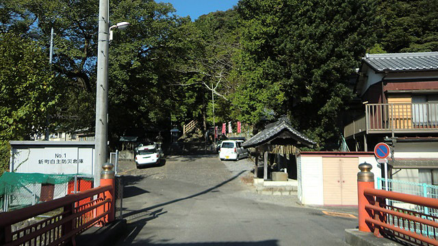 巌室神社の駐車場