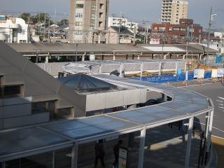 駅前広場の拡幅工事とシェルター設置工事