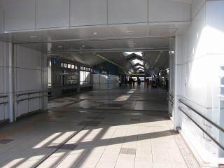 JR岡崎駅のエスカレーターと階段の設置工事