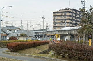 明治用水(東井筋)に作られた歩道