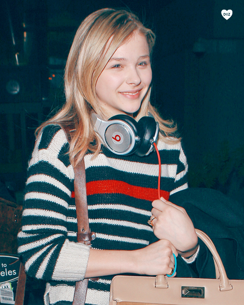 09333_Preppie_Chloe_Moretz_at_LAX_Airport_12_122_78lo.jpg
