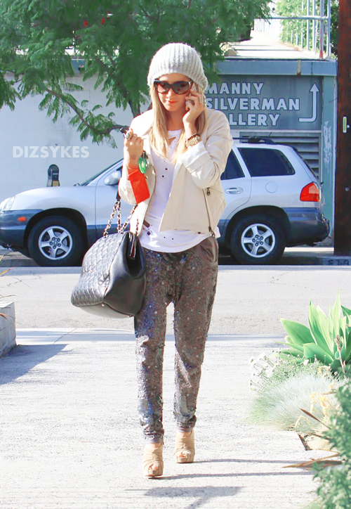 18377_Preppie_Ashley_Tisdale_at_a_salon_in_LA_5_122_69lo.jpg