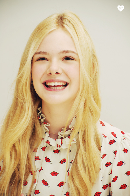 21964_ElleFanning_super_8_pc_004_122_160lo.jpg