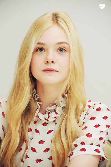 23095_ElleFanning_super_8_pc_005_122_483lo.jpg
