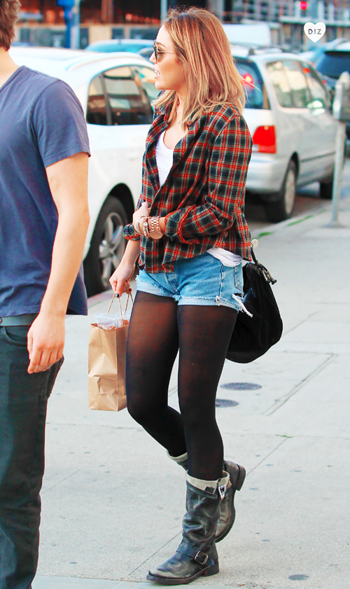 27066_Preppie_Miley_Cyrus_out_in_West_Hollywood_40_122_507lo.jpg