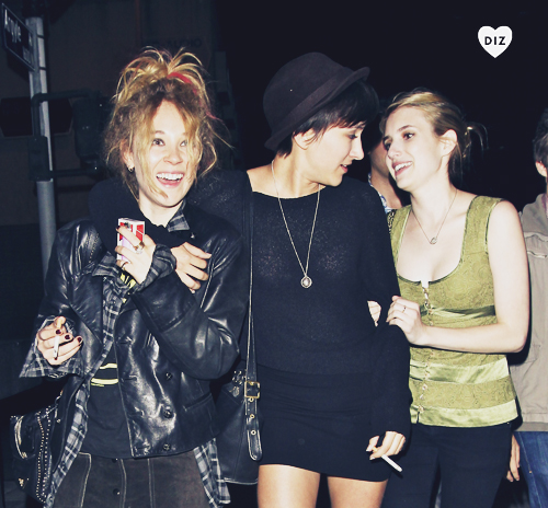 31983_Preppie_Emma_Roberts_Juno_Temple_and_Zelda_Williams_out_in_Hollywood_1_122_573lo.jpg
