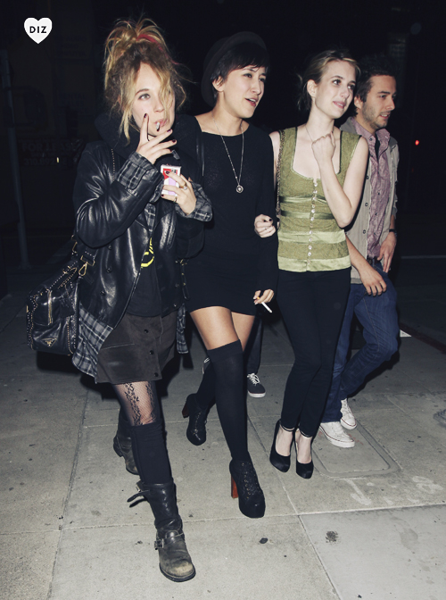 32627_Preppie_Emma_Roberts_Juno_Temple_and_Zelda_Williams_out_in_Hollywood_15_122_97lo.jpg