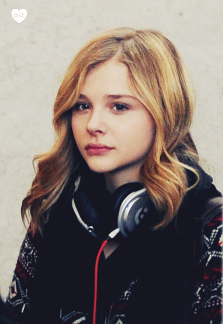 41165_Preppie_Chloe_Moretz_at_LAX_Airport_1_122_366lo.jpg