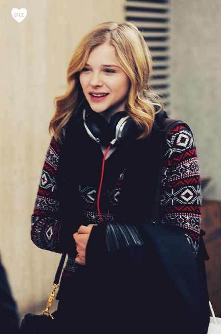 42406_Preppie_Chloe_Moretz_at_LAX_Airport_2_122_58lo.jpg