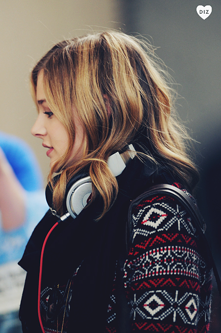 42510_Preppie_Chloe_Moretz_at_LAX_Airport_10_122_240lo.jpg