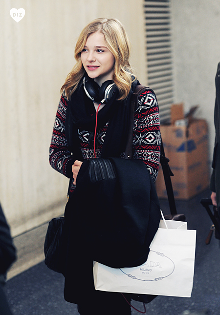 43295_Preppie_Chloe_Moretz_at_LAX_Airport_6_122_494lo.jpg