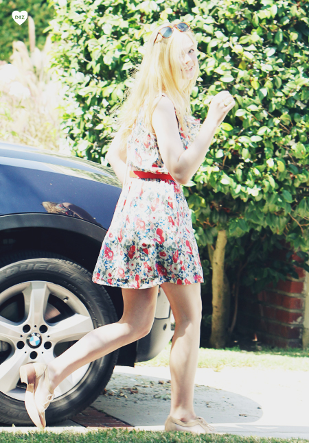 45158_Preppie_Elle_Fanning_out_in_Toluca_Lake_2_122_64lo.jpg