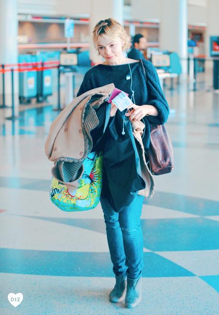 46445_Tikipeter_Carey_Mulligan_departs_LAX_Airport_001_122_8lo.jpg