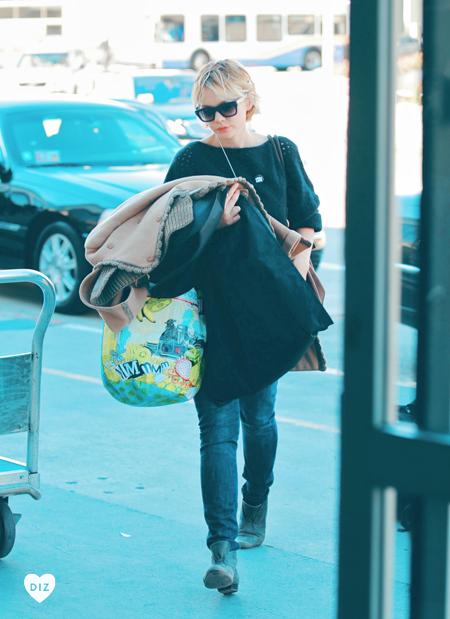 46463_Tikipeter_Carey_Mulligan_departs_LAX_Airport_004_122_584lo.jpg
