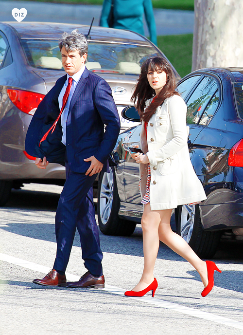 46807_Preppie_Zooey_Deschanel_and_Dermot_Mulroney_on_set_of_New_Girl_in_LA_21_122_476lo.jpg