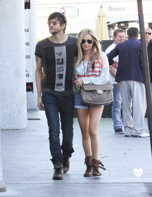 56465_Preppie_Ashley_Tisdale_out_to_lunch_in_Studio_City_19_122_439lo.jpg