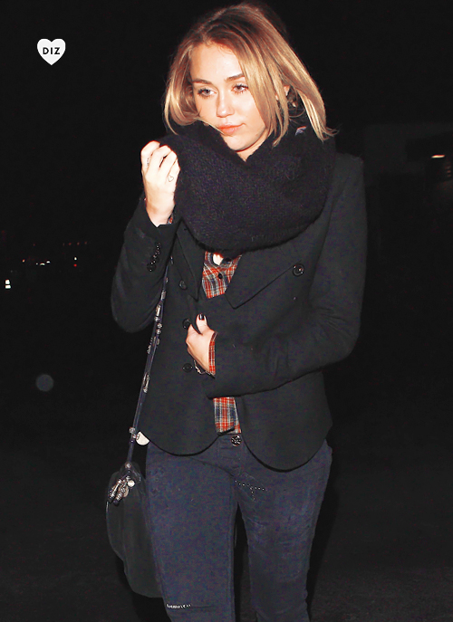 56593_Preppie_Miley_Cyrus_at_the_LA_Observatory_in_the_Hollywood_Hills_2_122_34lo.jpg