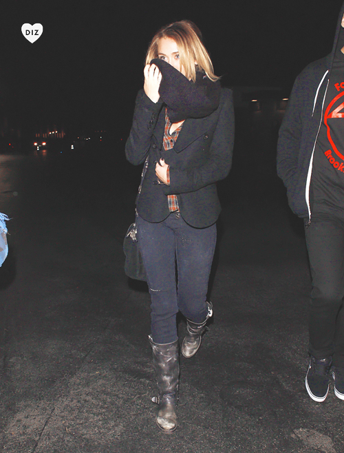 56924_Preppie_Miley_Cyrus_at_the_LA_Observatory_in_the_Hollywood_Hills_9_122_554lo.jpg
