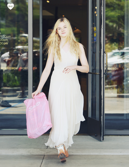 59028_Preppie_Elle_Fanning_shopping_in_LA_2_122_185lo.jpg