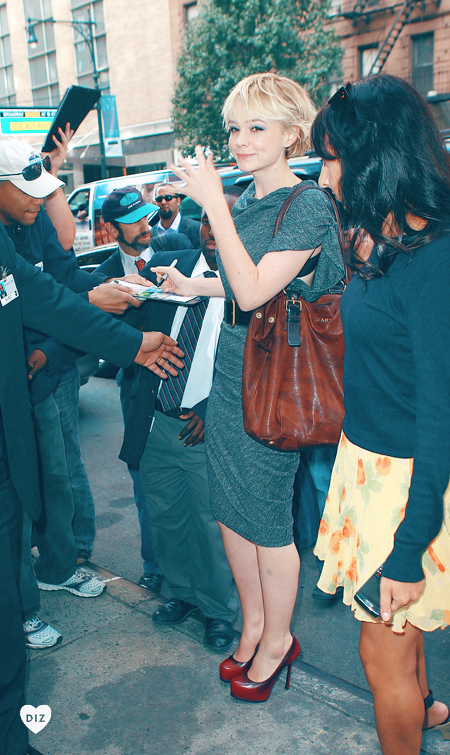 74305_Preppie_Carey_Mulligan_heads_to_ABC_studios_in_New_York_City_1_122_58lo.jpg