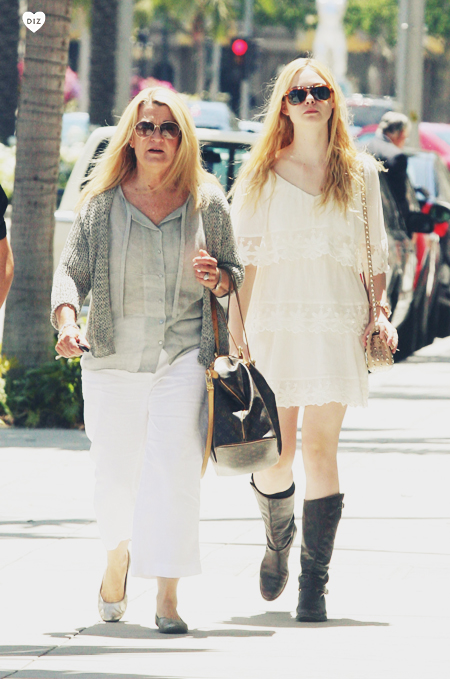 74826_Preppie_Elle_Fanning_shopping_in_Beverly_Hills_9_122_133lo.jpg