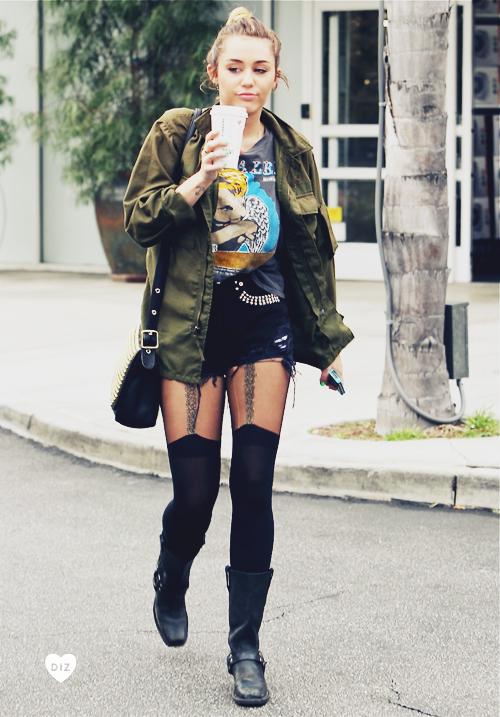 84179_Preppie_Miley_Cyrus_out_in_Studio_City_1_122_792lo.jpg