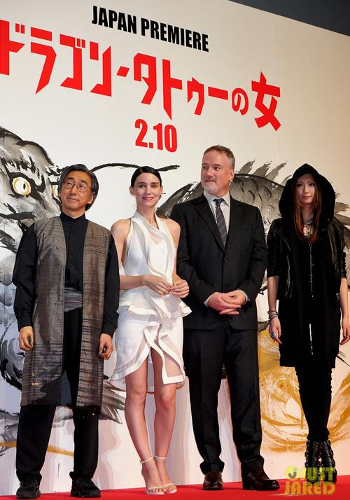 rooney-mara-dragon-tattoo-tokyo-premiere-01.jpg