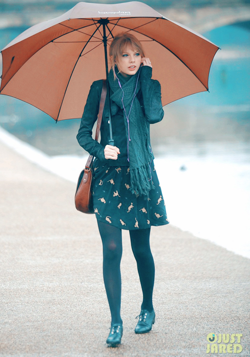 taylor-swift-umbrella-london-04.jpg
