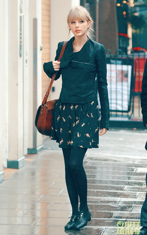 taylor-swift-umbrella-london-05.jpg