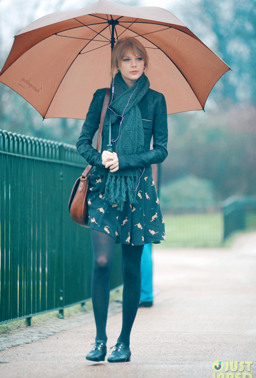 taylor-swift-umbrella-london-10.jpg