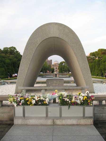 広島平和都市記念碑02