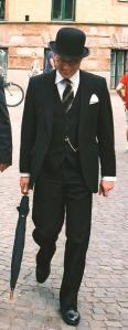 Gentleman_in_bowler_20111207064229.jpg