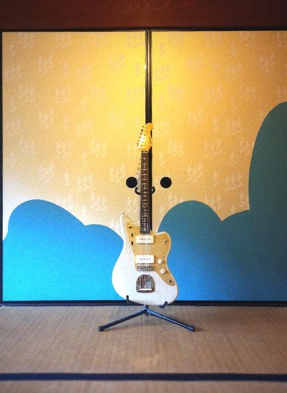 襖とギター