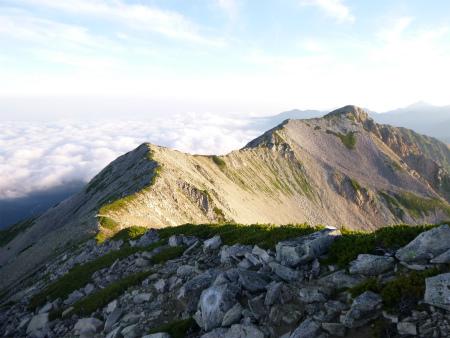 北薬師岳への稜線