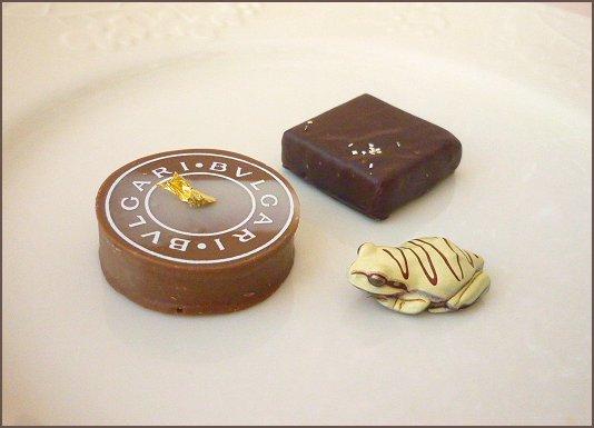 チョコ蛙とブルガリチョコ+枠