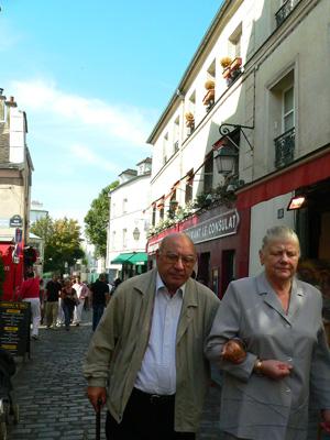 モンマルトルの丘(Montmartre)fromパリ