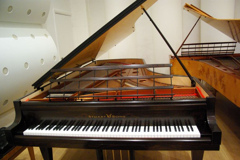 Stuart__sons_2_9m_102-note_piano.jpg