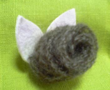 毛糸のコサージュ