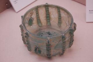 紐装飾深皿 シリア? 8~10世紀 ガラス