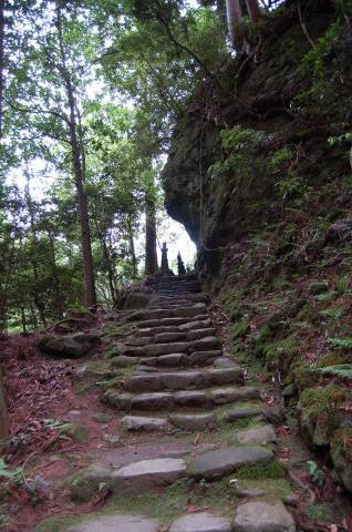 室生寺 奥の院への階段脇