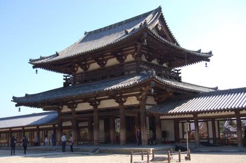 法隆寺 境内より中門を眺める