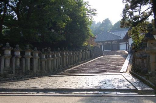 早朝 東大寺二月堂への階段