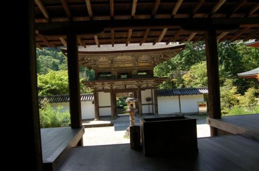 円成寺本堂よりの楼門